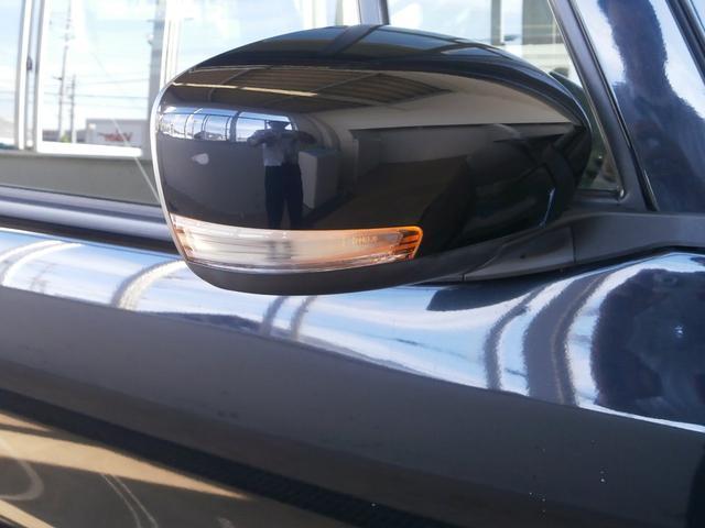 対向車へ進行方向をアピール出来るウインカー内蔵ドアミラーです。
