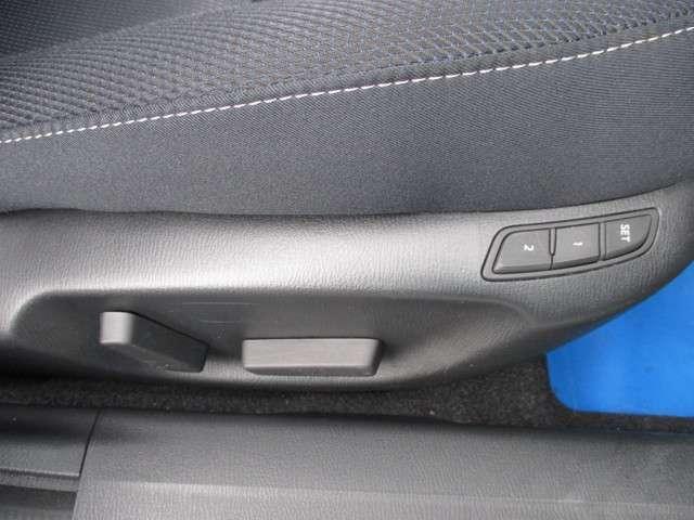 運転席パワーシートで、細かな調整が可能です。2メモリー機能。