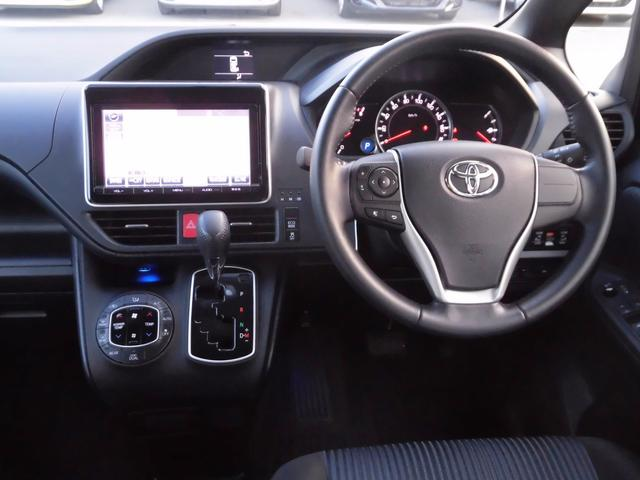 トヨタ ノア Si 新品タイヤ4本交換 純正9インチSDナビ 後席モニター
