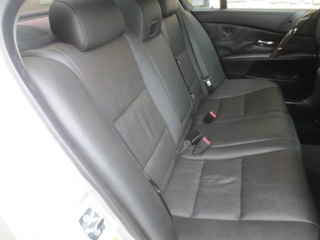 BMW BMW 530iハイラインパッケージ 黒革 ガラスSR 純正18AW