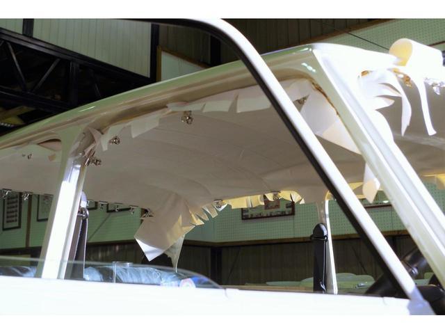 天井は気持ちよく張替えます。ガラスを全て外しての作業です。
