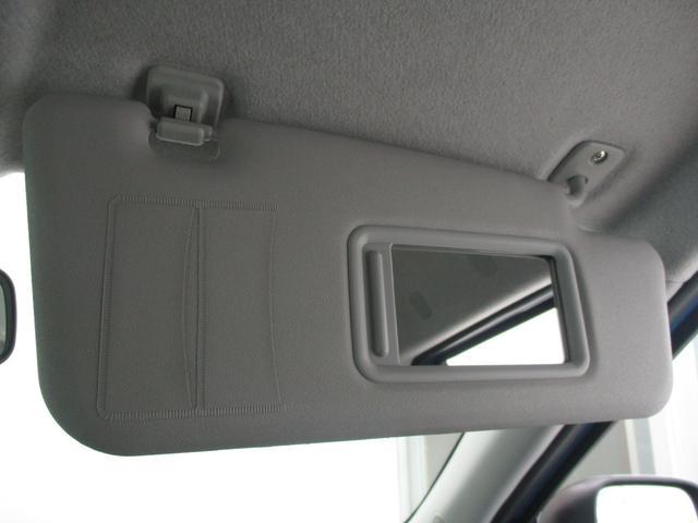 フロント両席にはミラー付きのサンバイザーが装備されております☆