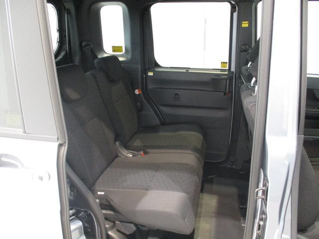 両席スライドで荷室側のスペースを広げることもできます☆