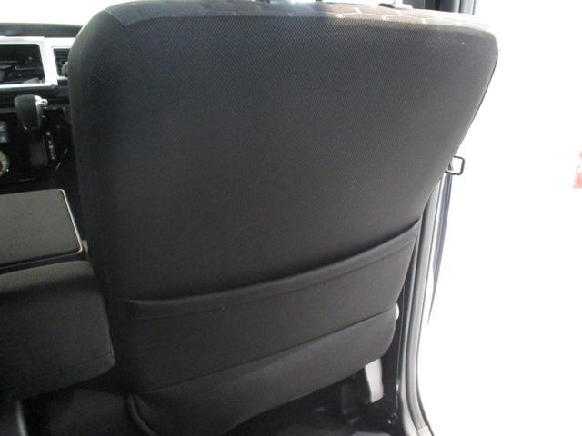 運転席の裏側に収納ポケットがあります☆