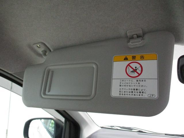 フロント両席にミラー付きのサンバイザーとドリンクホルダーが装備されております☆