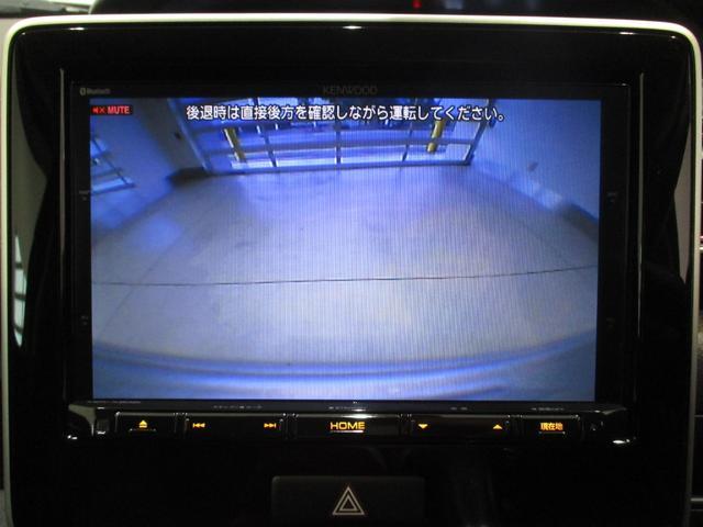 シフトを「R」に入れると画面がバックカメラに切り替わります!駐車時の心強い味方です☆