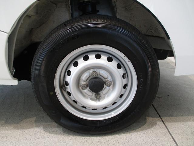 スタンダード 4WD 5速ミッション車 タイミングチェーン パートタイム4WD 5速ミッション車 車検整備付き 走行距離52,900km台 エアコン パワステ バッテリーカバー ゲートプロテクター(8枚目)