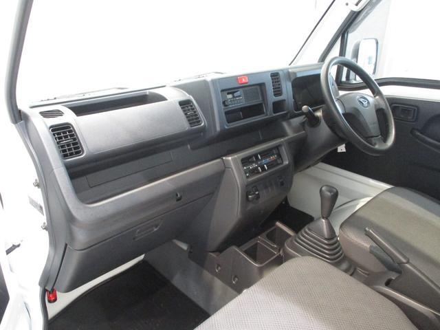 スタンダード 4WD 5速ミッション タイミングチェーン パートタイム4WD 車検整備付き 5速ミッション車 バッテリーカバー エアコン パワステ エアバッグ テールゲートチェーン ゲートプロテクター 走行距離26,300km台(2枚目)