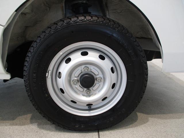 スタンダード 4WD 5速ミッション タイミングチェーン パートタイム4WD 車検整備付き 5速ミッション車 バッテリーカバー エアコン パワステ エアバッグ テールゲートチェーン ゲートプロテクター 走行距離26,300km台(10枚目)