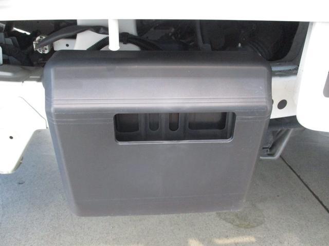 スタンダード 4WD 5速ミッション タイミングチェーン パートタイム4WD 車検整備付き 5速ミッション車 バッテリーカバー エアコン パワステ エアバッグ テールゲートチェーン ゲートプロテクター 走行距離26,300km台(11枚目)
