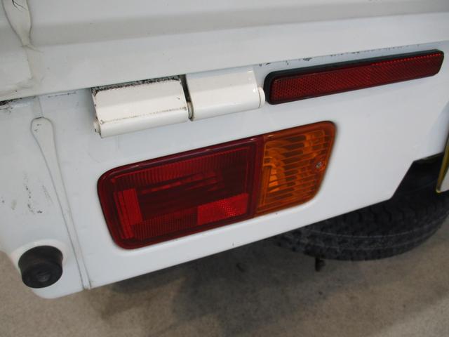 スタンダード 4WD 5速ミッション タイミングチェーン パートタイム4WD 車検整備付き 5速ミッション車 バッテリーカバー エアコン パワステ エアバッグ テールゲートチェーン ゲートプロテクター 走行距離26,300km台(27枚目)