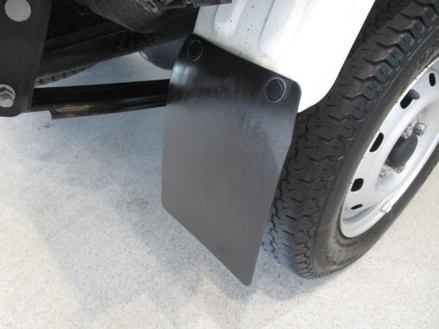スタンダード 4WD 5速ミッション タイミングチェーン パートタイム4WD 車検整備付き 5速ミッション車 バッテリーカバー エアコン パワステ エアバッグ テールゲートチェーン ゲートプロテクター 走行距離26,300km台(30枚目)