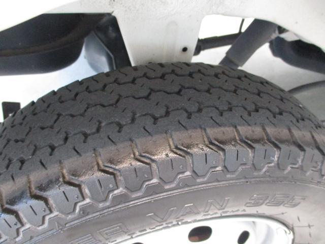 スタンダード 4WD 5速ミッション タイミングチェーン パートタイム4WD 車検整備付き 5速ミッション車 バッテリーカバー エアコン パワステ エアバッグ テールゲートチェーン ゲートプロテクター 走行距離26,300km台(38枚目)