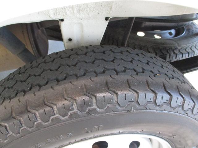 スタンダード 4WD 5速ミッション タイミングチェーン パートタイム4WD 車検整備付き 5速ミッション車 バッテリーカバー エアコン パワステ エアバッグ テールゲートチェーン ゲートプロテクター 走行距離26,300km台(41枚目)