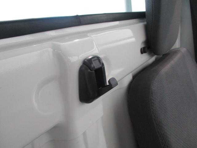 スタンダード 4WD 5速ミッション タイミングチェーン パートタイム4WD 車検整備付き 5速ミッション車 バッテリーカバー エアコン パワステ エアバッグ テールゲートチェーン ゲートプロテクター 走行距離26,300km台(54枚目)