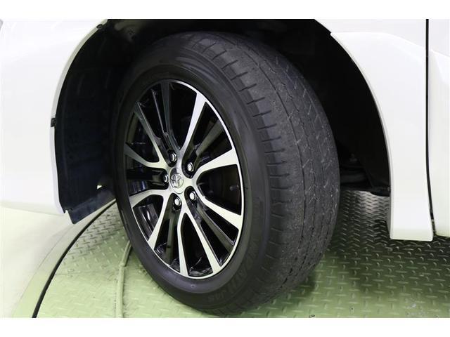 タイヤサイズ 215/60R17 純正アルミホイールは飽きのこないデザインです。