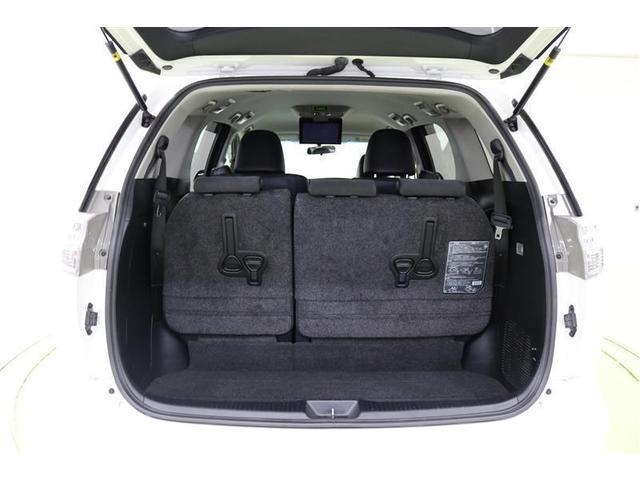 サードシートは収納出来て大きなお荷物もラクラク積載可能なラゲージスペースです。
