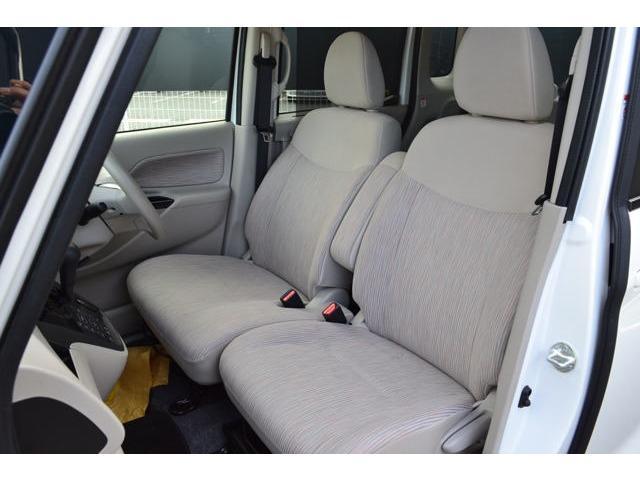 フロントシートは広々ベンチシート&大型アームレスト付き!