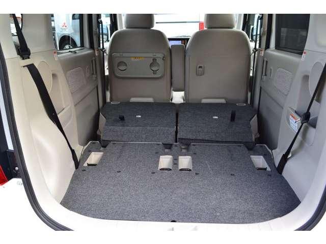 席をダンブルすれば長尺物やたくさんの荷物が搭載できます。