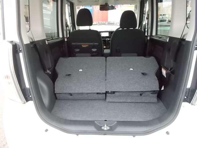 リヤシートをすべて倒すと、とっても大きな空間が出来上がります!
