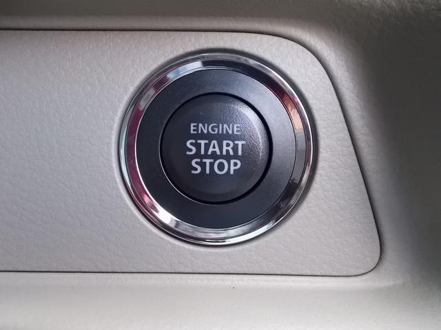 車内でもキーを取り出すことなく、ブレーキを踏みプッシュエンジンスターターを押すだけでエンジンを始動できます。