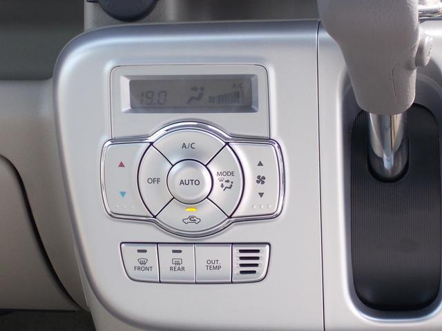 設定温度をキープして、自動で風量調節してくれるオートエアコンです。リヤヒーターも装備されてます。