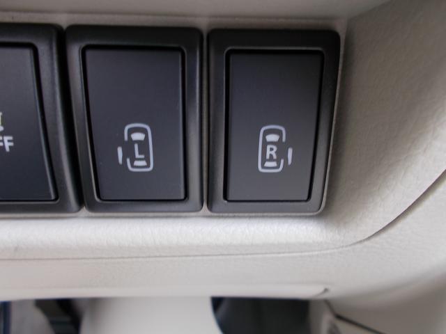 両側オートスライドドアになっていますので、小さいおこさまやご年配の方でもラクに開閉できますよ!運転席からでもワンタッチで操作できるんです^^