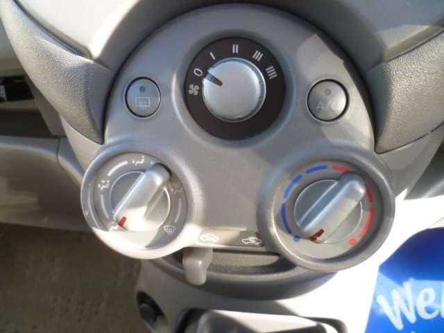 運転中でも操作が簡単なダイヤル式のエアコン操作です。