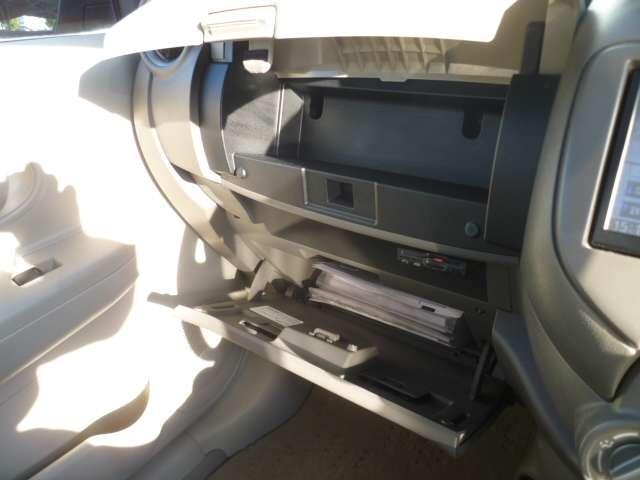 大型グローブBOXで車検証ケースなども収納できます