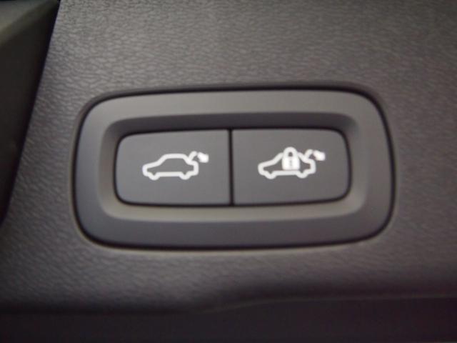 ボルボ ボルボ XC60 T5AWDモメンタム ワンオーナーアンバー革34年12月保証
