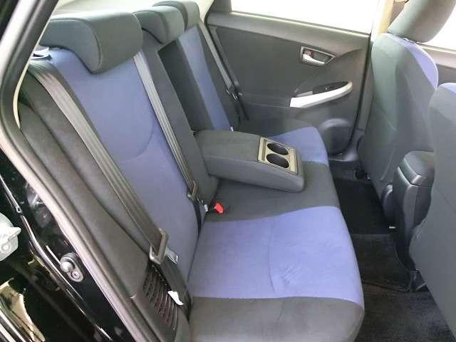 後部座席もご覧下さい。とても綺麗な状態ですよ。