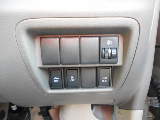 横滑り防止装置のOFFスイッチ、セカンド発進モードのスイッチがあります!