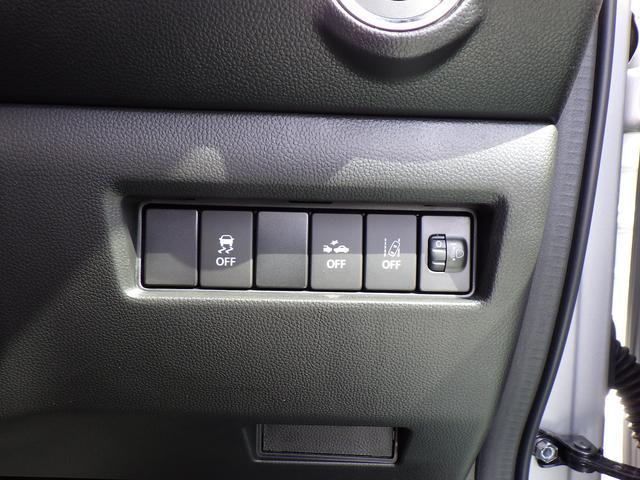 車線逸脱警報機能・誤発進抑制機能・先行発進お知らせ機能なども装備
