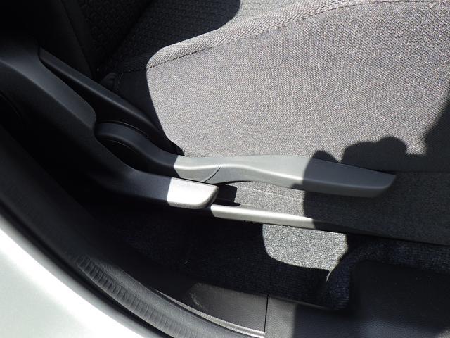 運転席のシートリフターも装備!ステアリングも前後・上下の調節が可能!