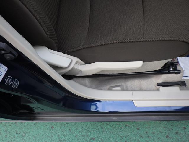 運転席にはリクライニング&シートリフター装備で細かなシートポジション調整が可能