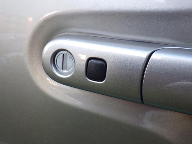 キーレスエントリーで鍵を出さずに鍵の開け閉めができます!