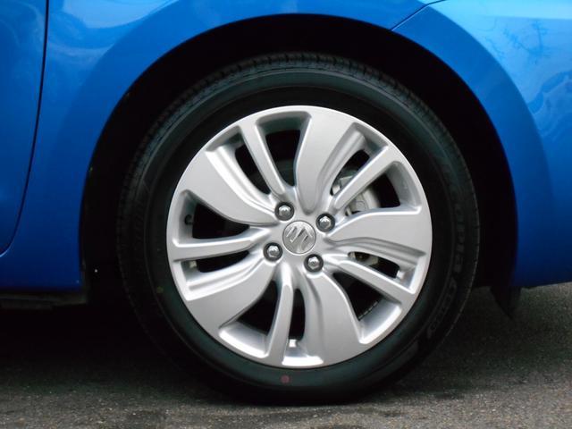 タイヤサイズは、185/55R16。16インチアルミホイール装着。
