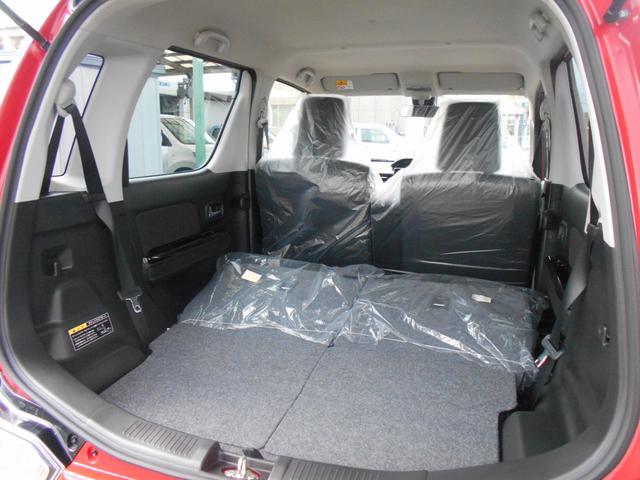 リヤシートバックを前方に倒すと、大きな荷物の積み込みも可能です。