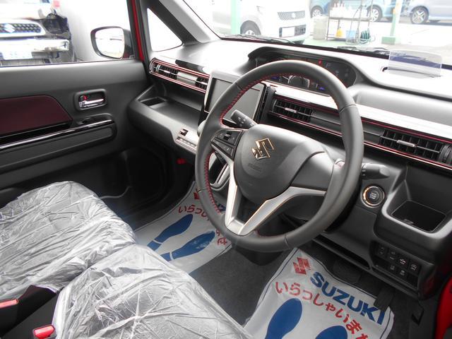 ドライビングポジションの調整が可能な、運転席シートリフター&チルトステアリングを装備。