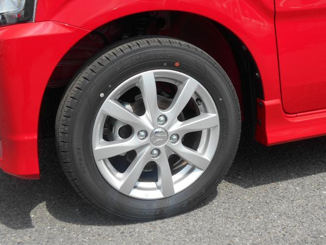 シンプルなデザインの14インチアルミホイール。タイヤサイズは155/65R14です。