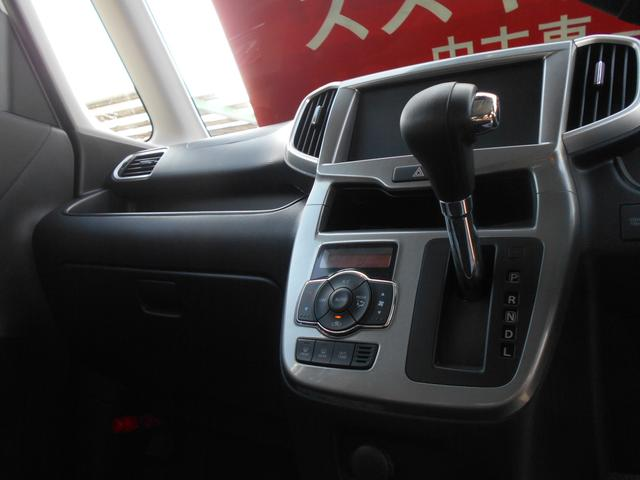 フルオートエアコンを搭載。暑い時期、寒い時期の車内を快適な空間にしてくれます。