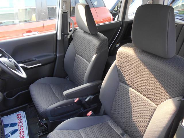 車のサイズはコンパクトながら、運転席・助手席にゆとりがあります。