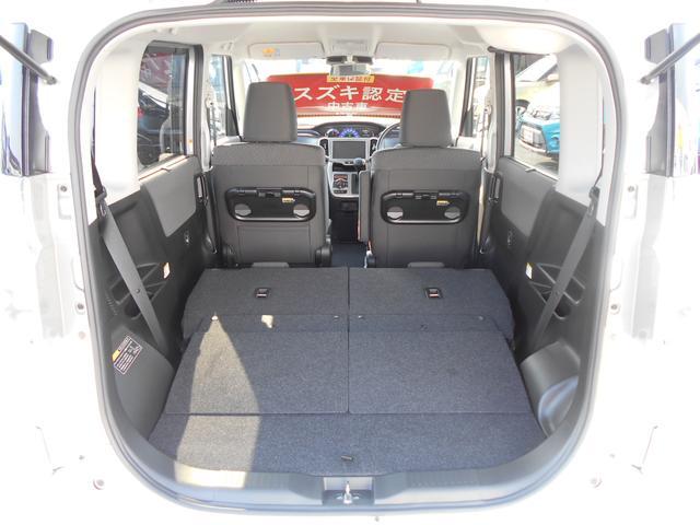 2人乗車の際は、後席をフラットにするシートアレンジも可能です。