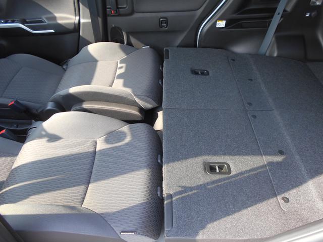シートアレンジ自在です。ヘッドレストを取り外すことで、車中泊なども可能です!