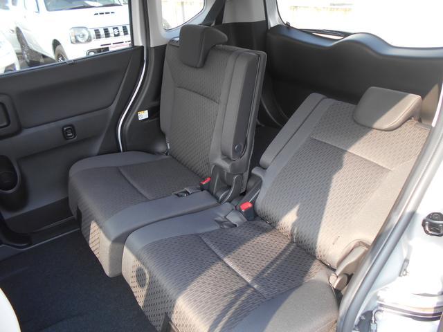 リヤシートの背もたれ調節可能です。