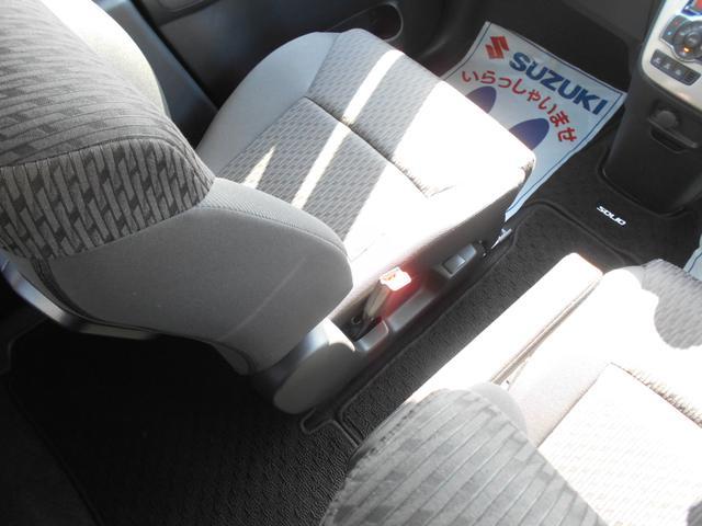 運転席と助手席の間を通り抜け、前後シート間の移動が行える、センターウォークスルーを採用!