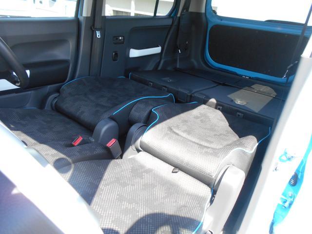 スズキ純正オプションのベットマット(別売)を装着すれば、車中泊も可能です。