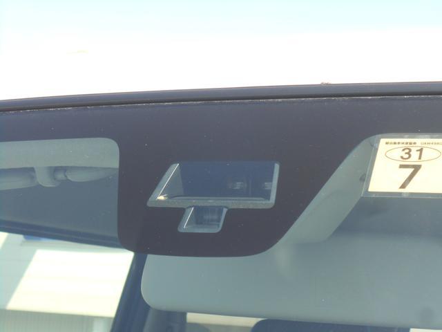 衝突被害軽減ブレーキ【レーダーブレーキサポート】を装備。前方の車両を検知し、自動でブレーキが作動。衝突の回避・被害軽減します。