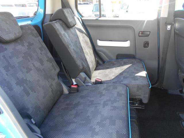 スライド幅160mm!左右のシートが独立で調整できるので、後席もゆったりと座れます。