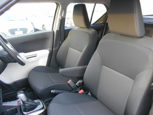 厚みのあるフロントシート。長時間ドライブも快適です!